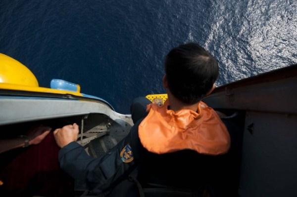 Trong thời đại mà ai cũng có một chiếc smartphone với tính năng GPS, việc một chiếc Boeing 777 biến mất có vẻ là không thể. Song, liệu việc tìm kiếm một chiếc máy bay có sải cánh hơn 60 mét và chiều dài 64 mét trên biển khơi có thực sự dễ dàng như người ta vẫn tưởng hay không?