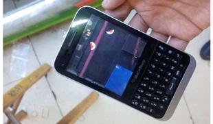 Lộ diện BlackBerry giá rẻ, dùng bàn phím QWERTY