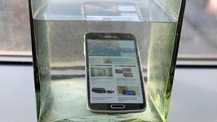 Samsung Galaxy S5 trình diễn khả năng chịu nước siêu hạng