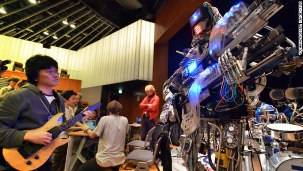 """z-Machines March: Ban nhạc robot cực """"đỉnh"""" với 78 ngón tay"""