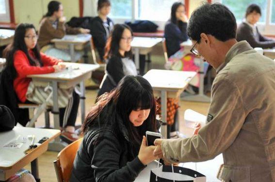 Hàn Quốc: Giáo viên có thể tắt điện thoại học sinh từ xa!