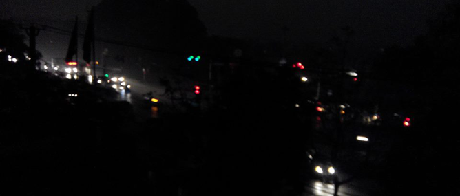 Tại sao sáng nay Hạ Long, Ninh Bình ngày bỗng thành đêm?