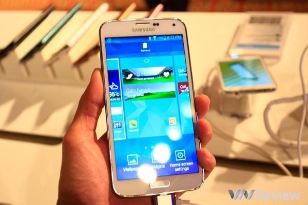 Samsung Galaxy S5 giá 15,9 triệu đồng, Gear Fit và Gear Neo đồng giá 3,9 triệu đồng, bán tại Việt Nam từ 11/4
