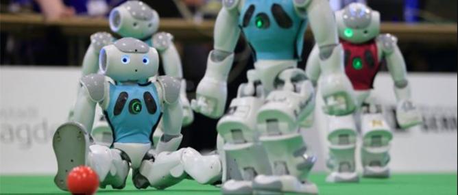 Cẩn thận Rooney, Messi, các cầu thủ robot sẽ rất đáng gờm!