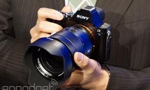 Sony ra mắt máy ảnh full-frame không gương lật Alpha A7s