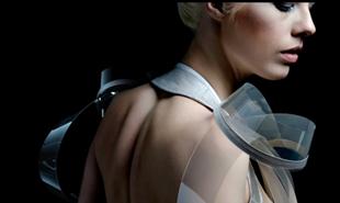 Váy công nghệ bỗng trong suốt nếu phát hiện người mặc hưng phấn