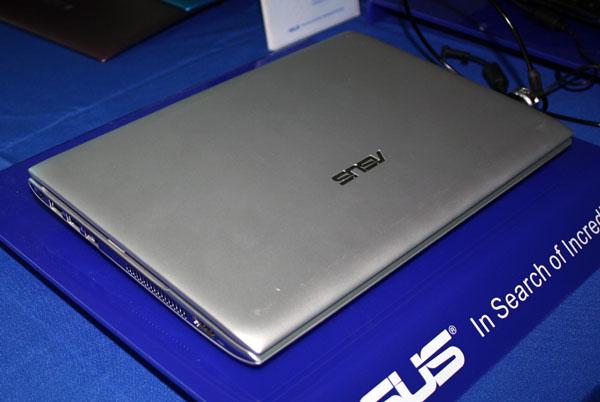 Làm sao nhận biết laptop mới hay là hàng trưng bày?