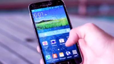 Galaxy S5 vẫn sống sót thần kỳ dù bị thả rơi từ tầng hai
