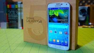 Anh: Ngày càng có nhiều người đổi iPhone lấy Galaxy S5