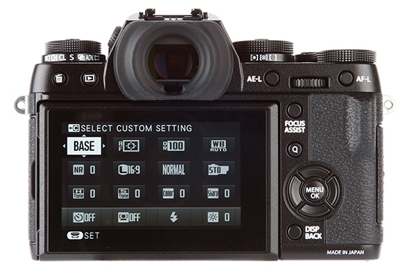 With superior image quality and not only beautiful design but also very durable, X-T1 can be considered the best compact camera product on the market today.