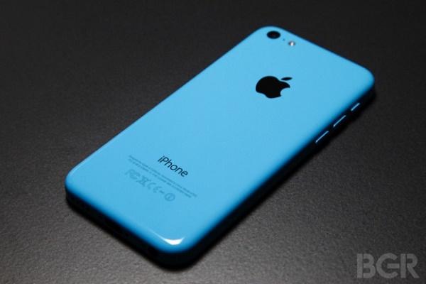"""Trong buổi lễ công bố tình hình tài chính cho quý vừa qua, Apple khẳng định rằng có tới 2/3 người dùng mua các mẫu iPhone giá rẻ (iPhone 4s và iPhone 5c) là những người đã từng dùng smartphone Android trước khi """"nâng cấp"""" lên iPhone."""