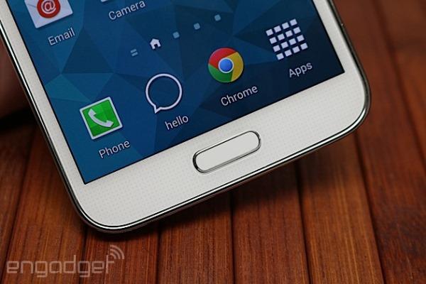 Nhà thiết kế của Samsung: Nhựa là chất liệu tốt nhất và... ấm áp