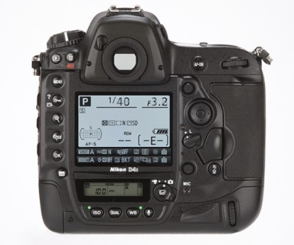 Heavy, expensive and lacking in creativity, the Nikon D4S is still one of the most perfect DSLR models today. The reason is that Nikon has focused on the most important factor: image quality.