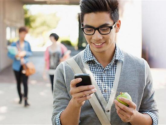 """Sinh viên """"nghiện"""" smartphone hơn cả sex và cà phê"""
