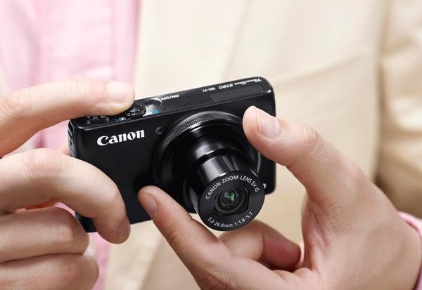 """""""Nhiếp ảnh smartphone"""" đã thay đổi hoàn toàn cuộc sống của chúng ta. Nhưng, ngay cả trong thời đại của Facebook và Instagram, lựa chọn một chiếc máy ảnh du lịch phổ thông vẫn sẽ là rất hợp lý."""