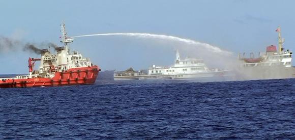 80 tàu Trung Quốc có cả tàu quân sự, tấn công tàu Việt Nam