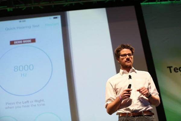 Cuộc đấu ý tưởng khởi nghiệp Startup Battlefield trong khuôn khổ sự kiện TechCrunch Disrupt đã ra mắt rất nhiều ý tưởng hữu ích. Trong số này là một ứng dụng iOS có thể giúp đỡ hàng trăm triệu người khiếm thánh.