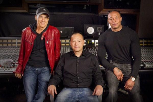 Các tín hiệu ban đầu cho thấy thông tin Apple mua lại Beats Audio rất có thể sẽ trở thành hiện thực. Điều này đặt ra câu hỏi: Apple mua Beats để làm gì? Liệu Táo có sa vào vũng lầy thất bại như HTC?
