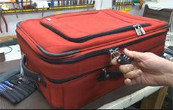 Tại sao không nên dùng vali vải khi đi máy bay?