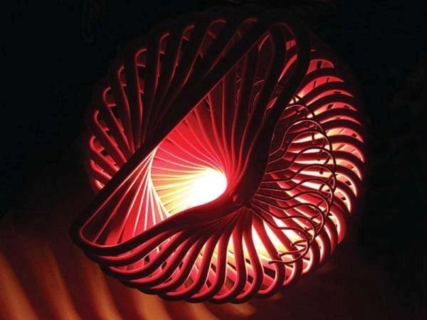Ngắm những chùm đèn tuyệt đẹp làm từ... rác thải