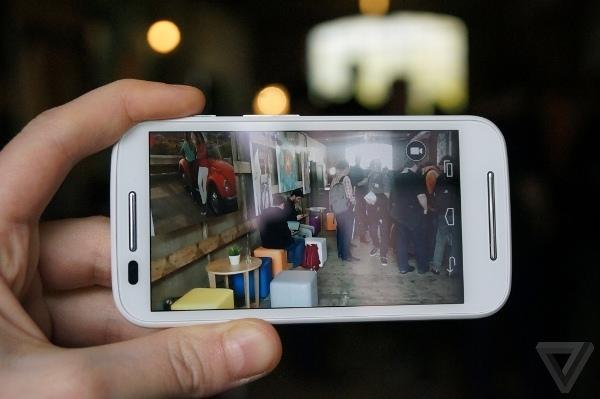 Trên tay smartphone giá rẻ Moto E
