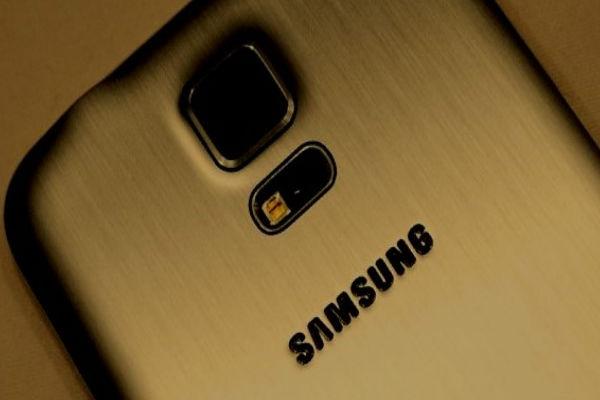 Video thực tế Galaxy S5 phiên bản vỏ kim loại màu vàng