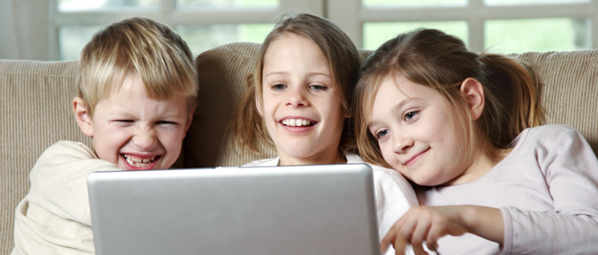 Smartphone và Internet ảnh hưởng thế nào tới bộ não trẻ em?