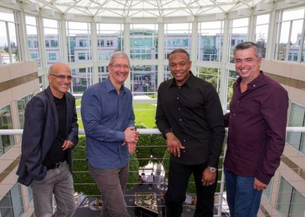"""Cho đến khi thương vụ Beats và Apple đã được công bố chính thức, vẫn chưa có ai dám chắc Tim Cook sẽ thu được những gì khi bỏ tiền ra để biến Dr. Dre thành """"tỷ phú đầu tiên của Hip-hop""""."""