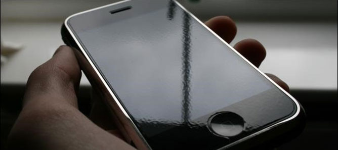 Smartphone bây giờ có thực sự cần miếng dán màn hình?