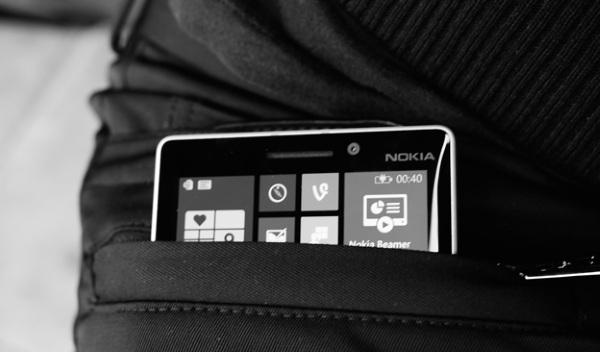 Microsoft giới thiệu chiếc quần có thể sạc cho dế Windows Phone