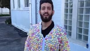 Mặc áo phủ kín kẹo Mentos nhảy vào thùng... Coca