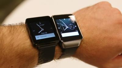 Xem linh kiện bên trong LG G Watch và Samsung Gear Live