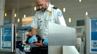 Mỹ cấm mang smartphone và laptop hết pin lên máy bay
