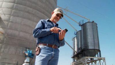 Nông dân tìm lại iPhone trong 140 tấn ngũ cốc sau 9 tháng!