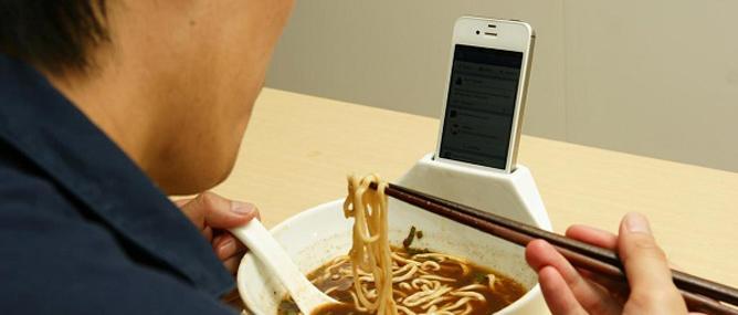 """47% người dùng """"không sống nổi một ngày"""" nếu thiếu smartphone"""