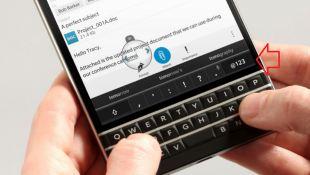 Bàn phím QWERTY của BlackBerry Passport sẽ nhập liệu nhanh hơn bao giờ hết
