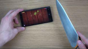 Chém hoa quả bằng... dao thật trên Nokia Lumia 930