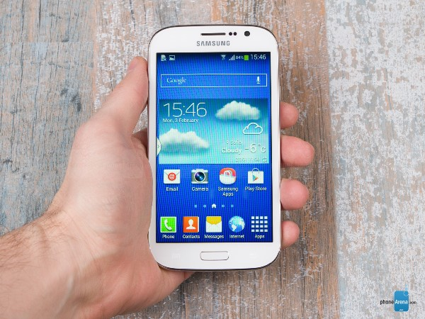Thị trường smartphone 2014 chứng kiến sự xuất hiện của một loạt smartphone ấn tượng ở mọi tầm giá: từ HTC One M8, LG G3 đến Moto G và Lumia 525. Rất tiếc, các hãng sản xuất vẫn tiếp tục xảy chân khi cho ra mắt các sản phẩm có chất lượng quá tệ hoặc không xứng đáng với mức giá.