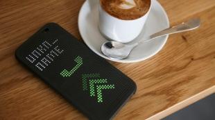 """HTC sắp ra thêm một loạt smartphone """"Dot View"""" mới"""