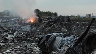 Clip hiện trường vụ máy bay rơi ở Ukraine làm 298 người chết