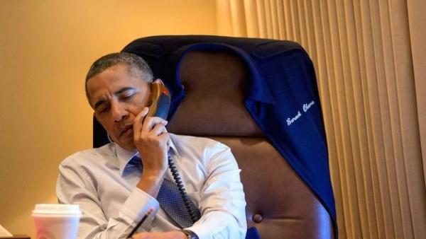 Ngắm điện thoại Iron Man của tổng thống Mỹ trên chuyên cơ Không lực 1