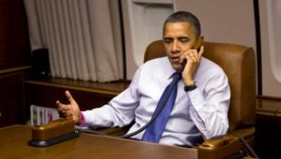 Ngắm điện thoại Iron Man trên chuyên cơ tổng thống Mỹ