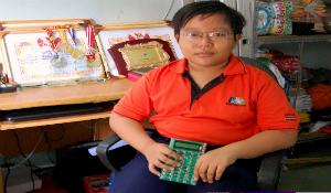 Cậu bé 13 tuổi phát minh máy tính hóa học