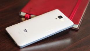 Cận cảnh Xiaomi Mi 4: Khung kiểu iPhone, ốp lưng Galaxy Note, dáng dấp OPPO