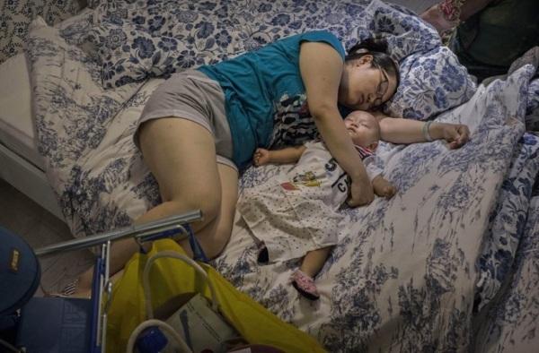 Người Trung Quốc thoải mái ngủ trong các siêu thị nội thất Ikea