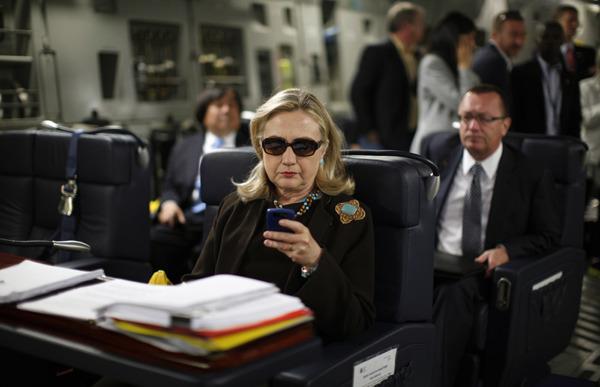 """Hillary Clinton: Không nên biến mạng xã hội thành """"vũ khí"""""""