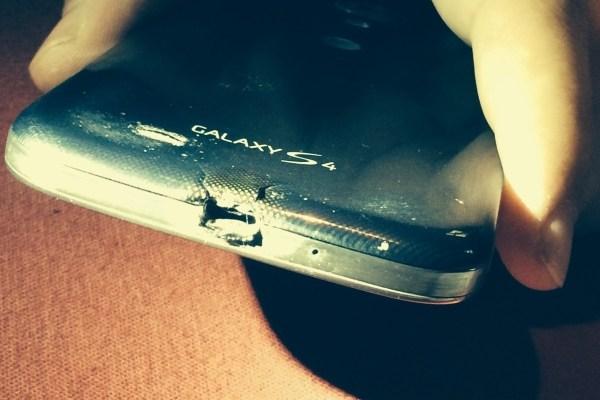 HTC tặng One M8 mới cho người dùng bị cháy Samsung Galaxy S4