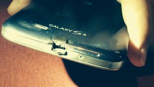 HTC tặng One M8 mới cho người dùng Galaxy S4 bị cháy