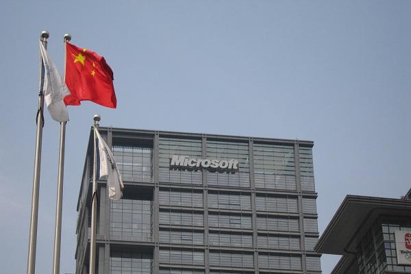 """Bên dưới cuộc chiến tranh số đang """"bí mật"""" diễn ra, Mỹ và Trung Quốc đang thực hiện một cuộc chiến công khai trên lĩnh vực công nghệ: Trung Quốc cáo buộc Mỹ đang độc quyền công nghệ tại quốc gia này, gây đe dọa an ninh."""