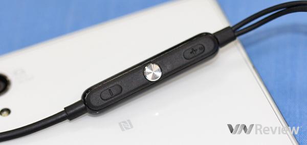 Sony STH30 - Tai nghe chống nước ( đen)